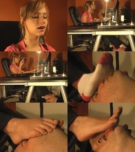 Sexy Mary lets her man bitch lick her foot